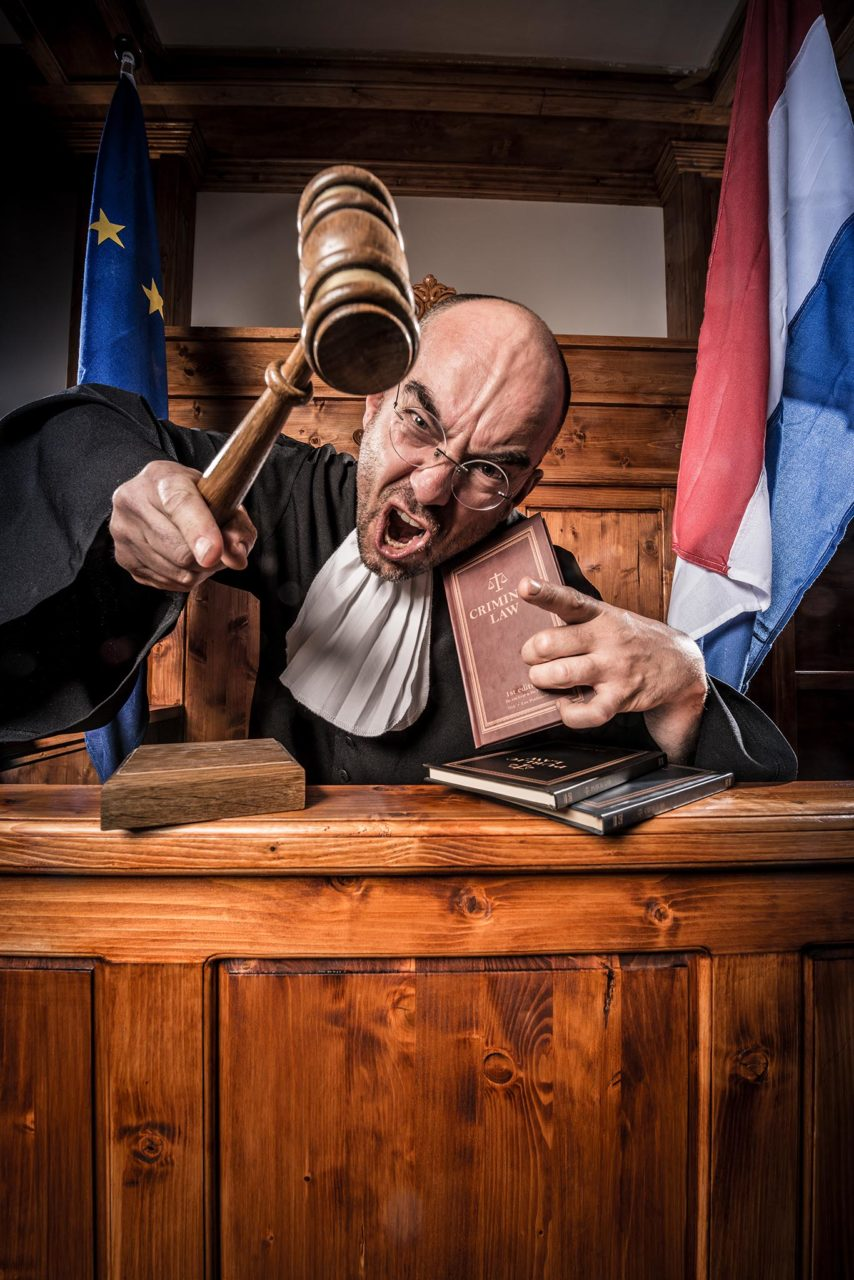 The_Great_Escape-The Courtroom-Rechter4